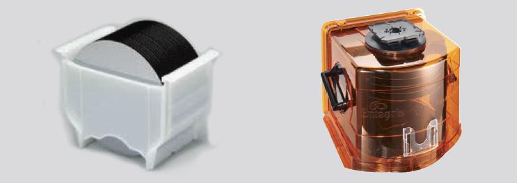 使用盒子(左)和 FOUP(右)的晶圆传送
